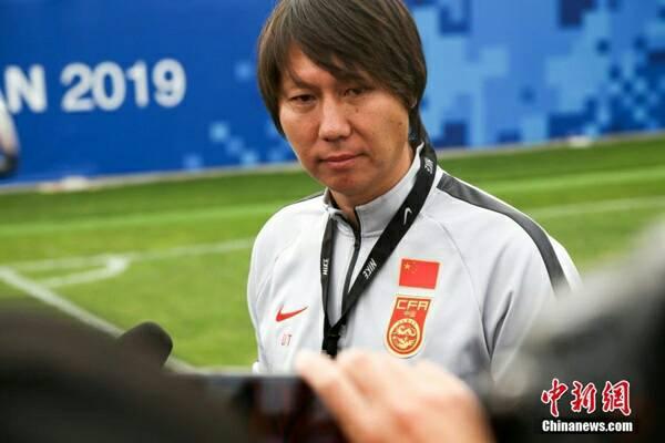 """ได้ของดี! """"หลี่ เถีย"""" เข้าคุม ทีมชาติจีน ดีกรีเป็นถึงแข้งพรีเมียร์ลีก เว็บไซต์กีฬา กีฬาทั่วไป เกาะติดข่าวกีฬา"""